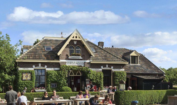 Oortjeshekken, Hotel Restaurant Huiskamercafé